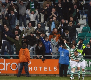 Gary Twigg celebrates late goal against Bohs in 2011 in Tallaght - Photo by Bobby Best